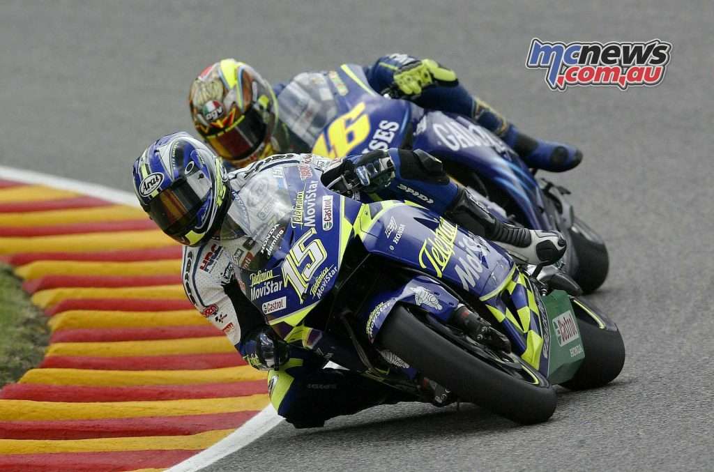 2004 - SETE CHALLENGES VALENTINO Four wins, eight podium finishes and six pole positions: Gresini Racing confirms itself at the top of the MotoGP and Sete Gibernau, who stars in memorable battles with Valentino Rossi, is once again runner-up in the World Championship.