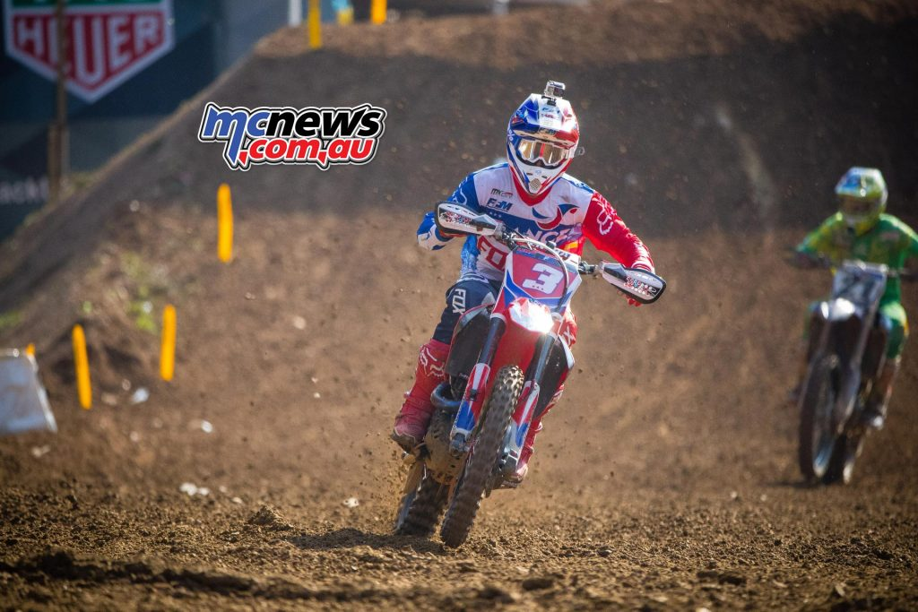 Gautier Paulin chased by Dean Ferris