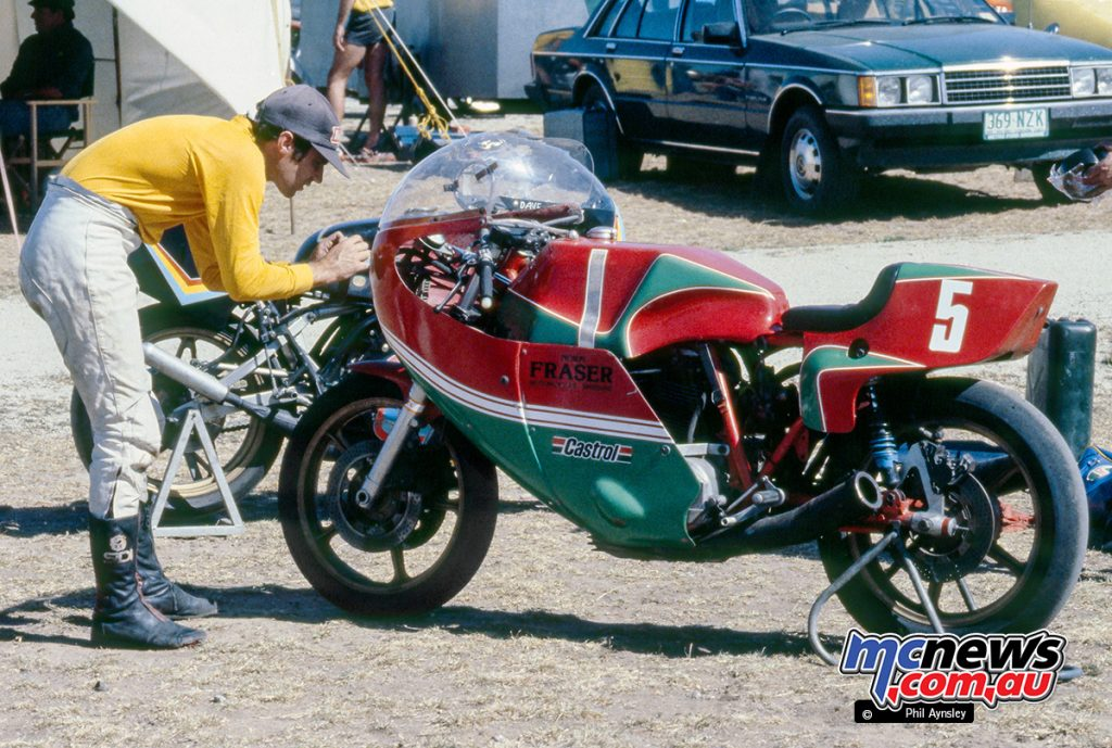 Ducati NCR 900 (at that time using standard engine cases following cracking to the original sand-cast units). With rider Dave Robbins.