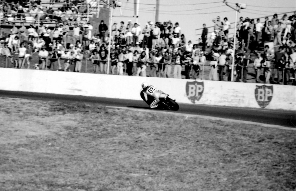 Gregg Hansford races past packed crowds at Oran Park in his heyday.