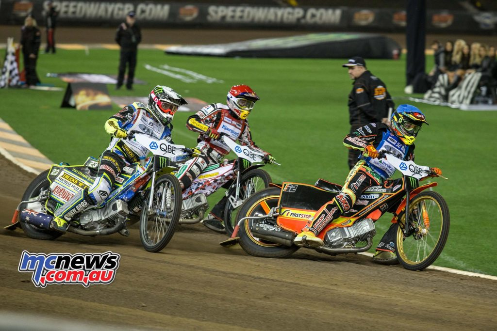 2016 Speedway GP Melbourne - Michael Jensen leads Chris Holder into turn one
