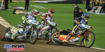 2016 Speedway GP Melbourne - Michael Jensen leads Chris Holder into turn one