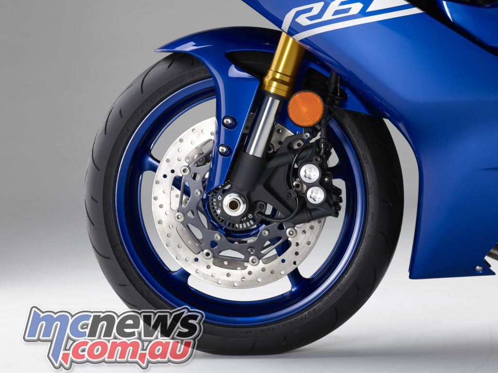 2017 Yamaha YZF-R6, 320mm diameter YZF-R1 type front brakes with radial 4-pot calipers