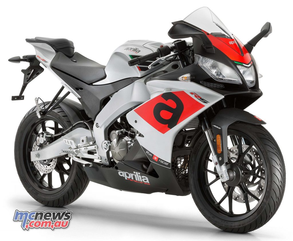 The 2017 Aprilia RS 125 includes the iconic triple headlight and an LED tail light in the slim tail.