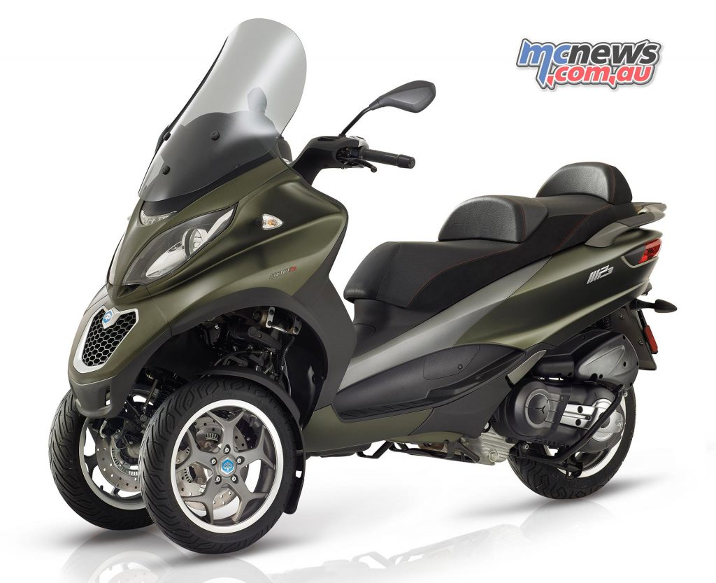 The Piaggio MP3 500 Sport provides a larger capacity sport version producing almost 40hp.