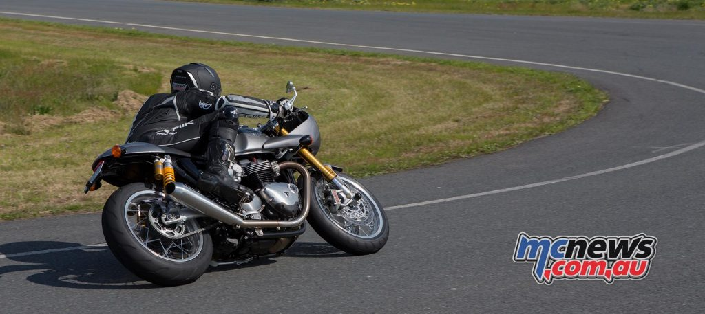 triumph-thruxton-r-action-3