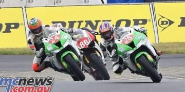 Josh Brookes battle with Robbie Bugden and Beau Beaton at the Swann Superbikes Finale, December 2016