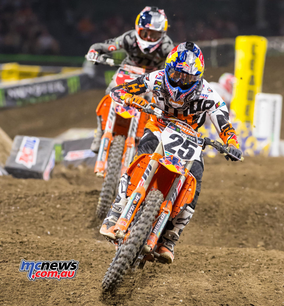 2017 AMA Supercross - Round 1 Anaheim - Marvin Musquin leads Ryan Dungey