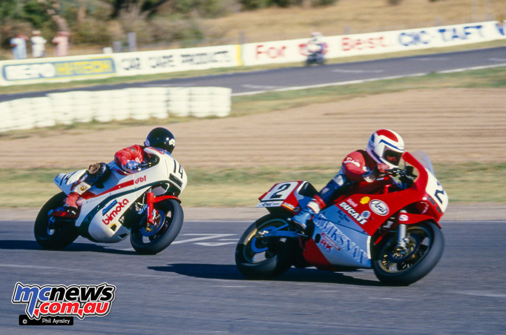 Bathurst 1986 - Pete Byers on the Frasers Ducati 750 Montjuic leads Chris Oldfield on the Gowanloch Bimota DB1