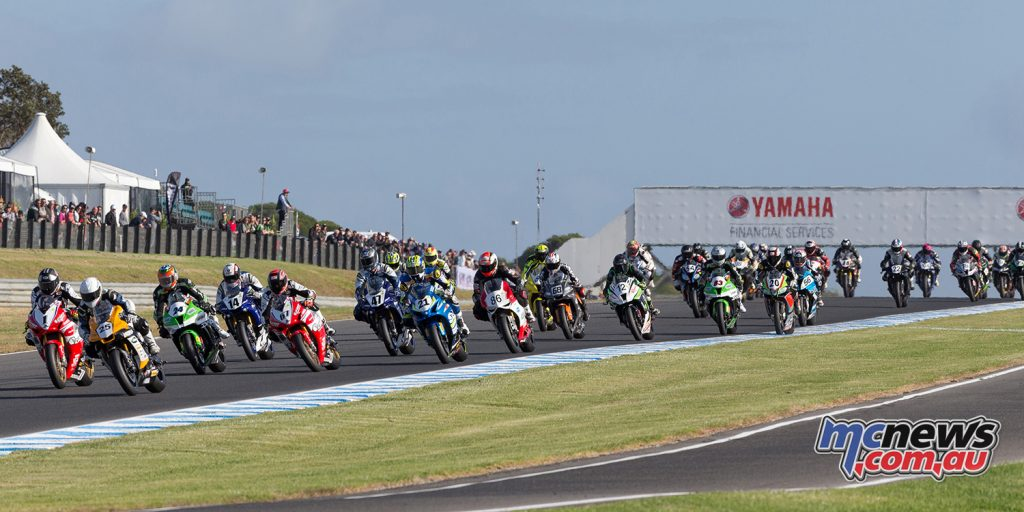 The ASBK field at Phillip Island heading into Turn 2 - Image: Andrew Gosling