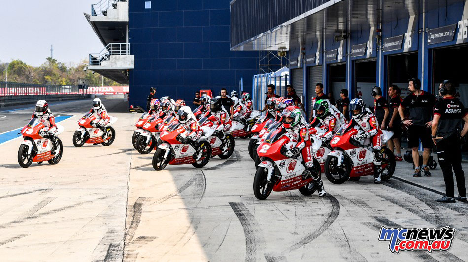 2017 Asia Talent Cup - Thai Test - Riders take to pit lane