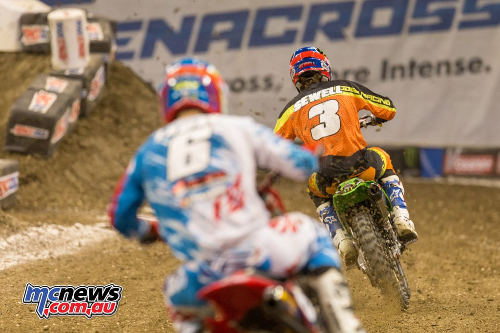 2017 Amsoil Arenacross - Round 9 - Travis Sewell leads Lamay
