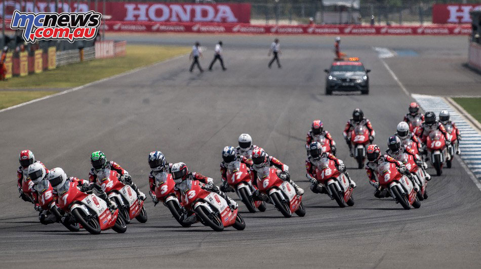 Asia Talent Cup - Thailand - The field through Race 1, Turn 1