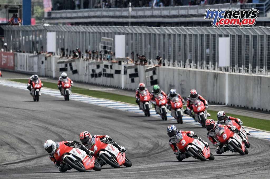 Asia Talent Cup - Thailand - Deniz Oncu in the lead in Race 1