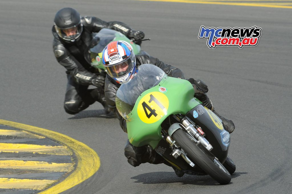 Bob Rosenthal on the Norton ES2, leading Andre Deubel on the Moto Guzzi V7