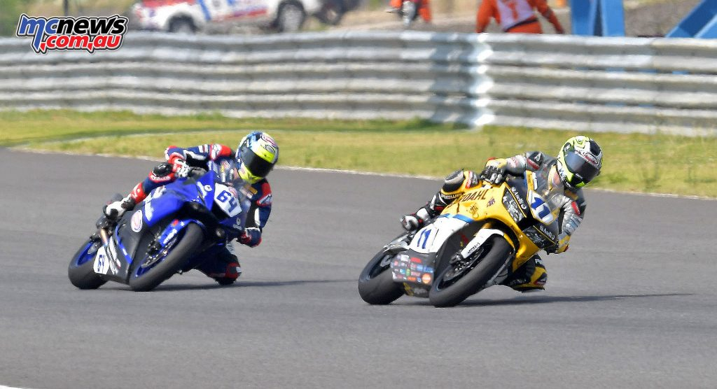 WorldSBK 2017 - Thailand - SSP - Federico Caricasulo chases down Jacobsen