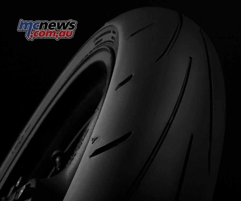 While the centre compound offers better wear properties without any loss of traction the cornering footprint on the Sportmax Q3+ has also been increased.