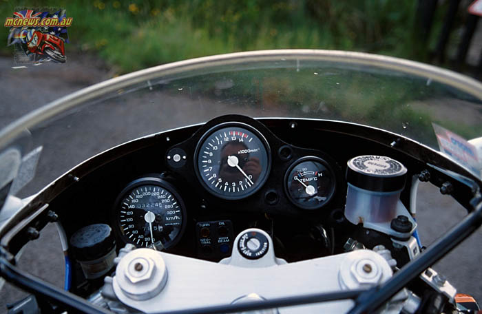 Honda RC30 instrumentation