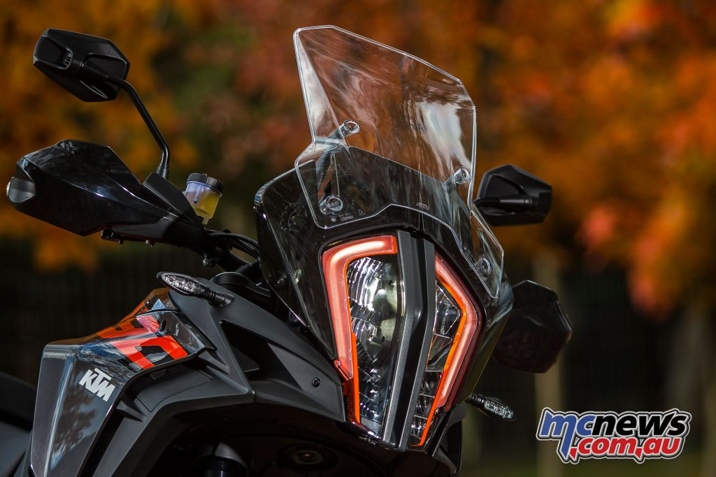2017 KTM 1290 Super Adventure S - Distinctive LED headlight