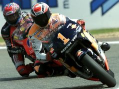Alex Criville leads Norick Abe at Le Mans 2000