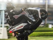 Masaru Abe breaks wheelie record with 500km mono on Yamaha Jog