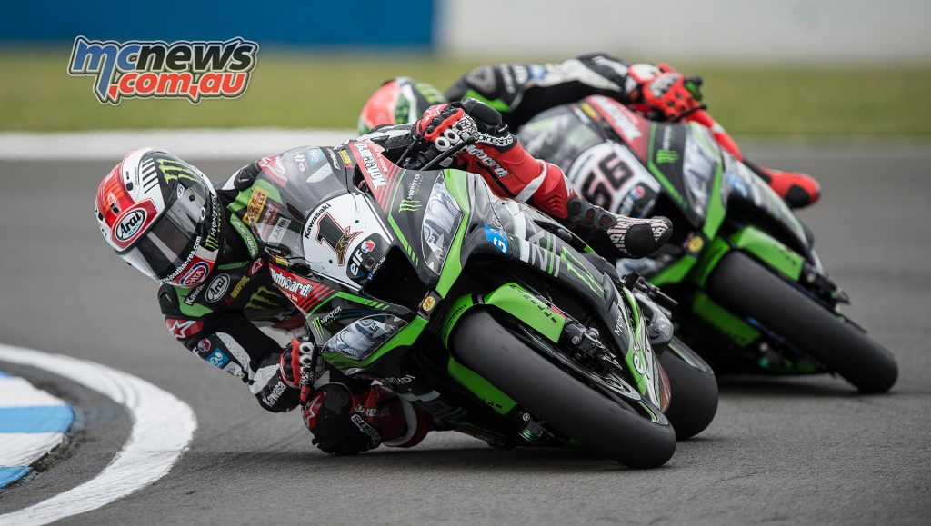 Jonathan Rea tussling with Tom Sykes at Donington early in the race