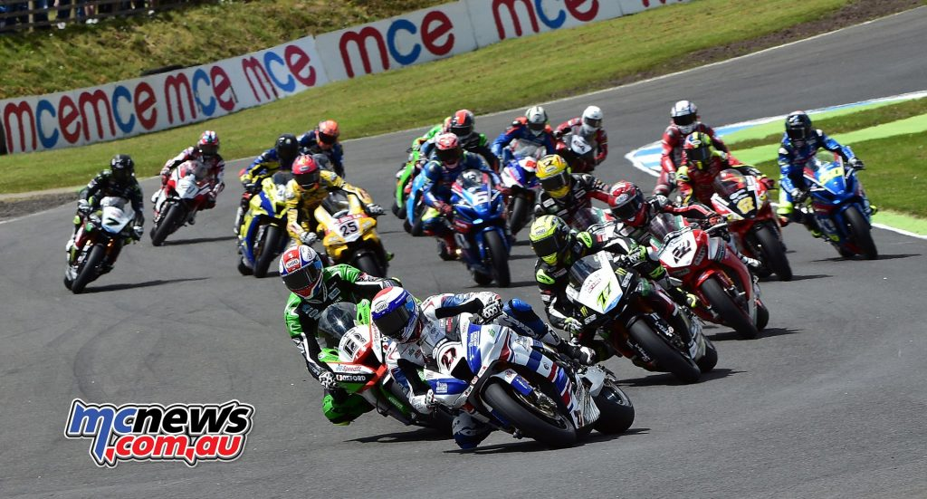 Jake Dixon leads the field at Knockhill