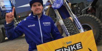 Daymon Stokie wins the 2017 Finke Desert Race