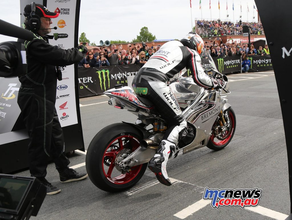 David Johnson leaps out of the blocks on the Norton