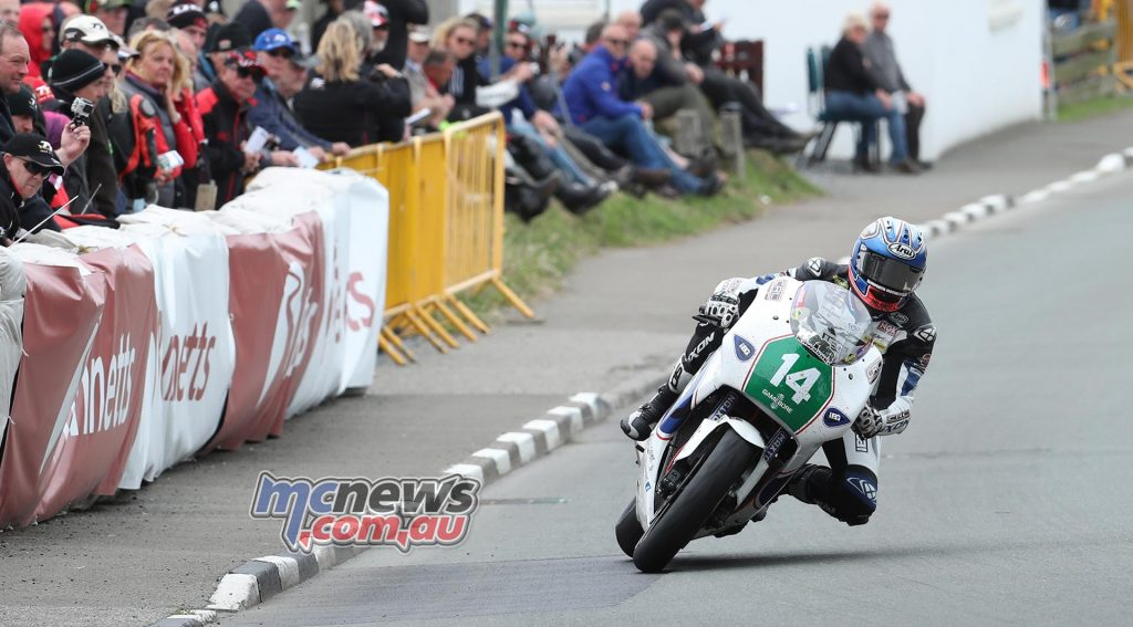 Josh Brookes negotiates Ginger Hall on the KMR Kawasaki Lightweight