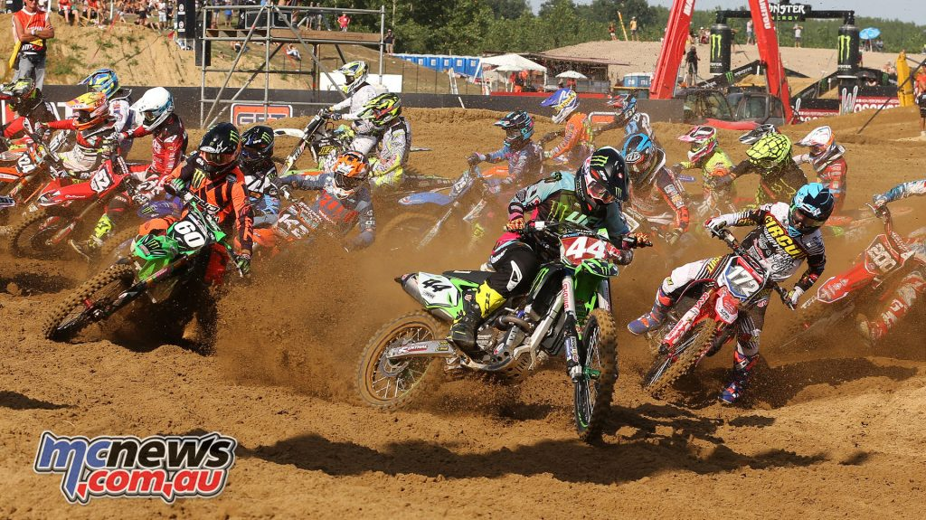 EMX 250 Start with Lesiardo in the lead