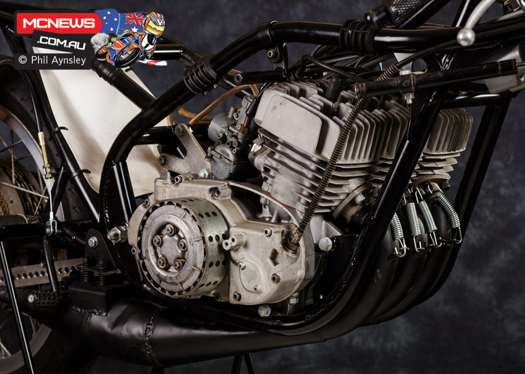 The engine featured a one-off six-speed gearbox and dry clutch