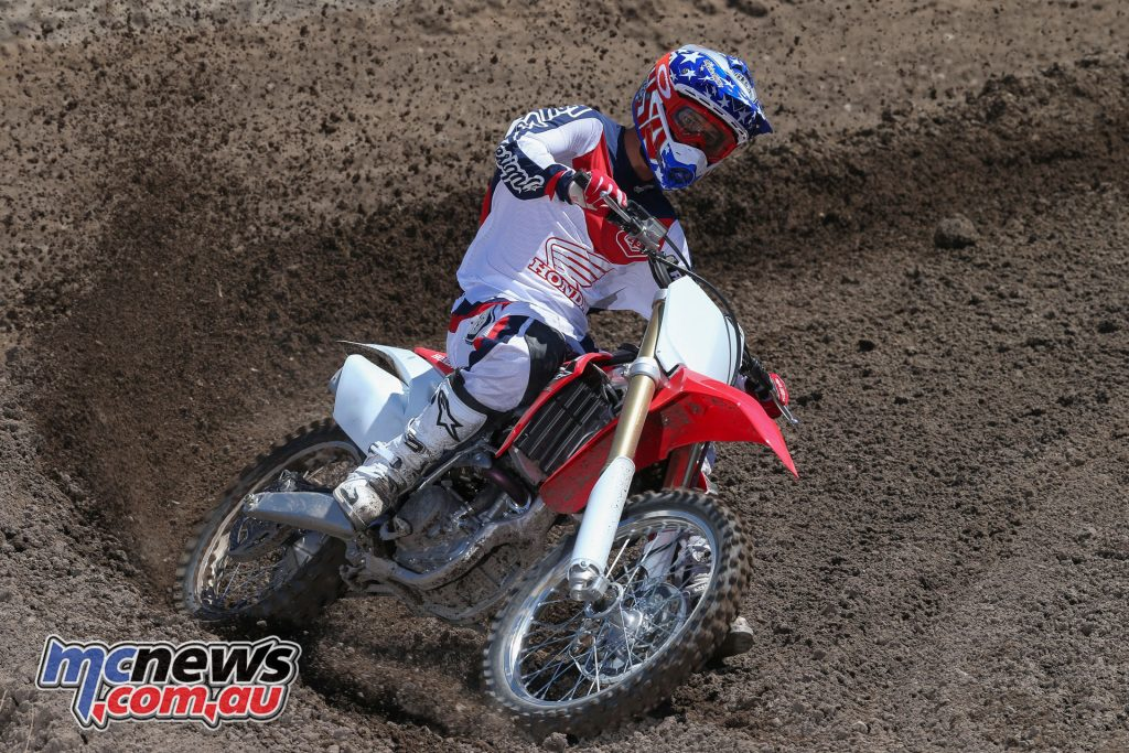 Fitted with 49mm Showa SFF-TAC-Air forks the CRF250R features great rider feel and adjustability