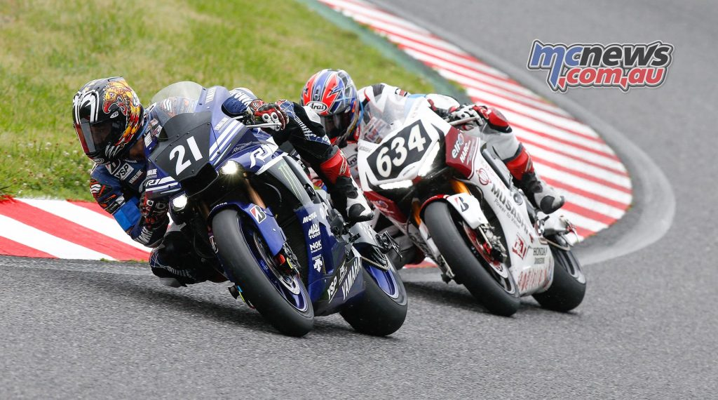 Yamaha Factory Racing Team and Musashi RT Harc-Pro Honda waged a battle for the lead until Takaaki Nakagami's crash caused Musashi RT to fall back to 4th place