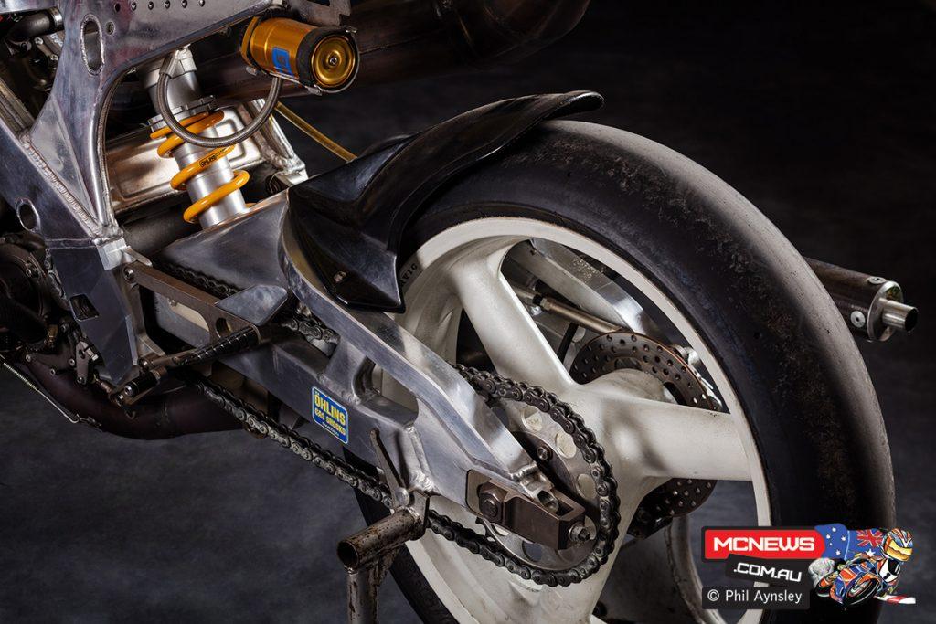1986 Carlos Lavado Yamaha YZR250 (OW82)