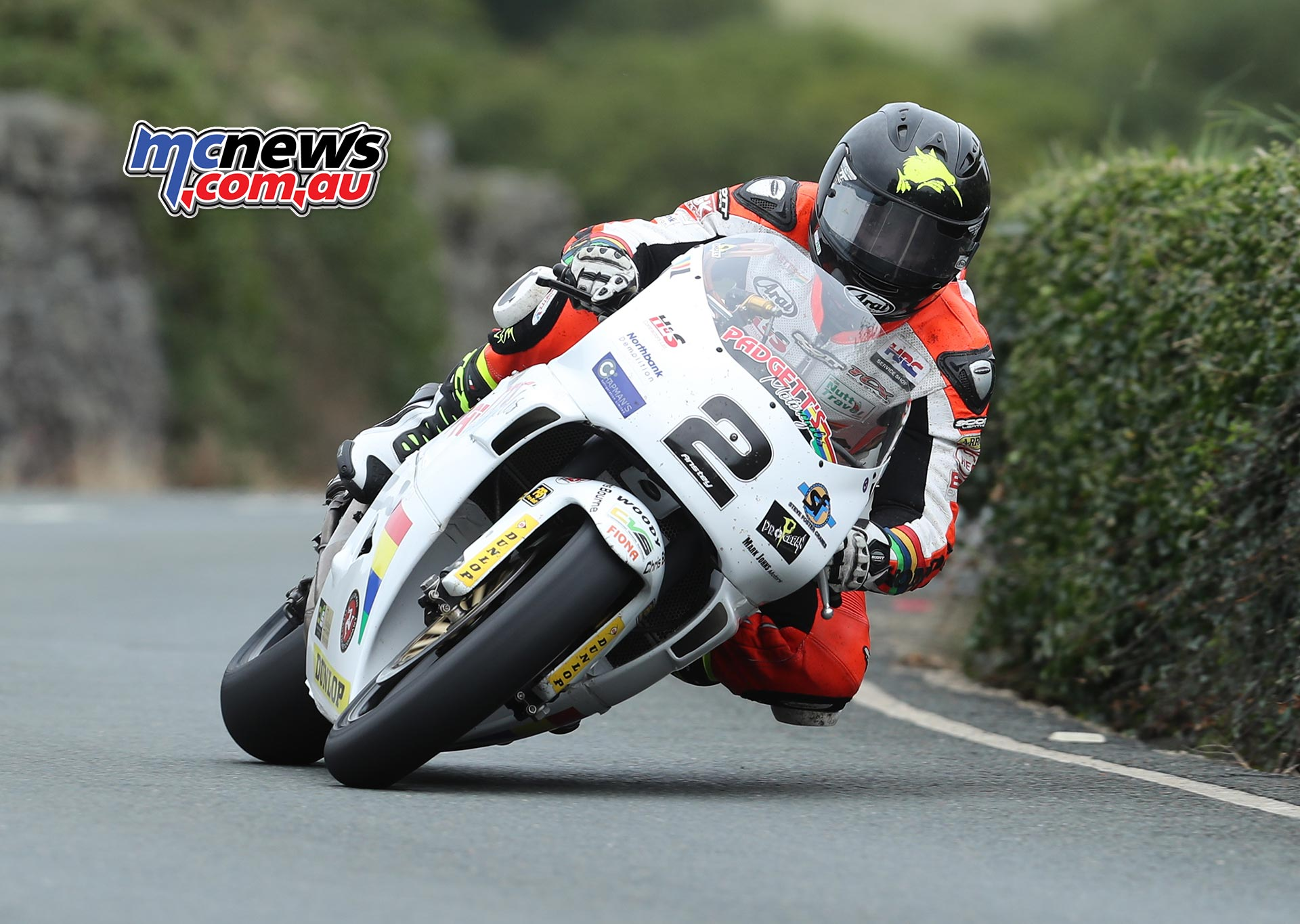 Bruce Anstey (500 Yamaha/Padgetts Motorcycles.com) approaching the Gooseneck during the Tuesday's Motorsport Merchandise Superbike Classic TT race. PICTURE BY DAVE KNEEN