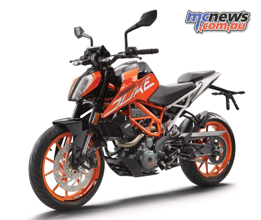 The Duke 390 shares the headlight design of the larger KTM machines, with the engine and brakes obviously very similar to the RC