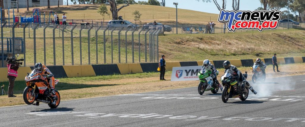 Motul Supersport Race One gets underway at SMP - Image by Half Light