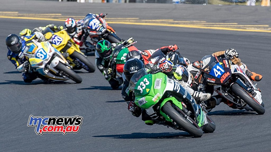 Hi-Tec Batteries Supersport 300 Race Two - Shaw leads Croker, Pearson and Battye - Image by Half Light