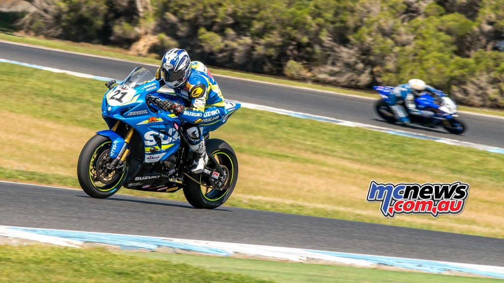 Josh Waters leads Wayne Maxwell at Phillip Island - Image by Half Light