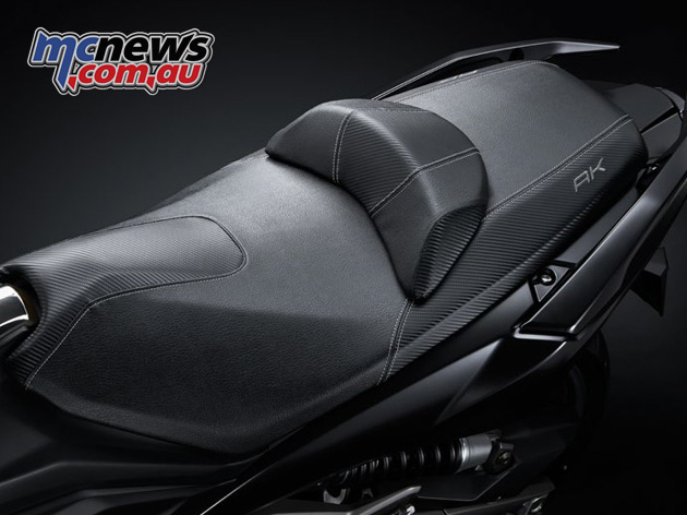 A low, comfortable seat height ensures an easy reach to the ground and low CoG, with underseat storage