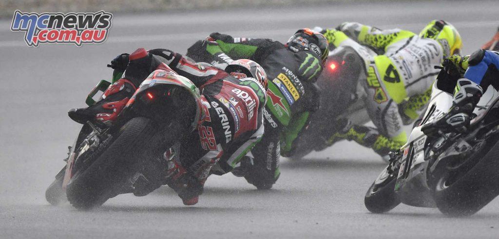 Sam Lowes gives chase - Sepang MotoGP 2017