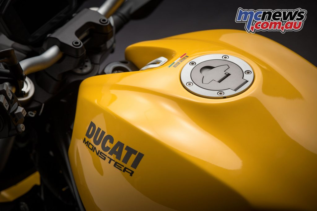 The new fuel tank is inspired by the original 1992 offering