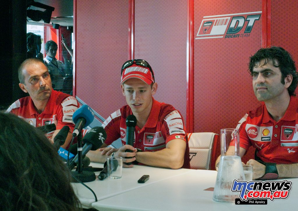 Casey, flanked by Livio Suppo (L) and Filippo Preziosi (R) give a press conference on the Thursday to discuss his return from illness.