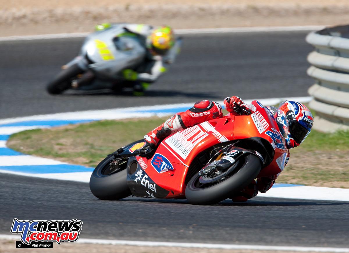 Casey Stoner, Ducati GP9 leads Valentino Rossi, Yamaha YZR-M1.