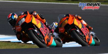 Bradly Smith and Pol Espargaro duke it out - Image by AJRN