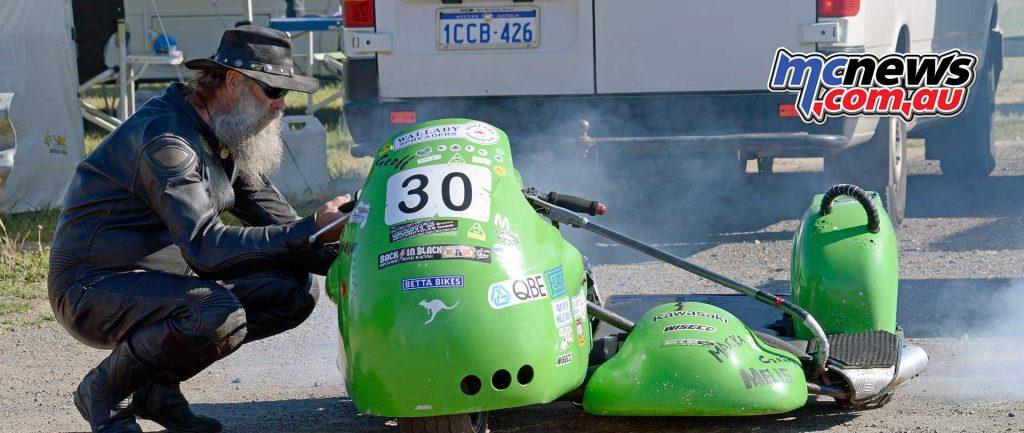 Geoff Grant putting the smoke back in his 750 Windle Kawasaki