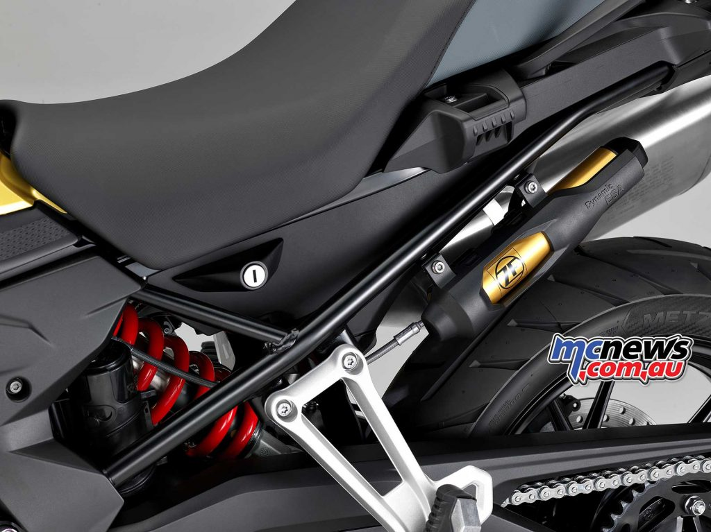 Dynamic ESA electronic suspension adjustment at rear for optimum suspension setup under all conditions as optional equipment ex works.