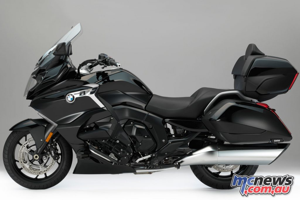 The BMW K 1600 Grand America in Blackstorm metallic