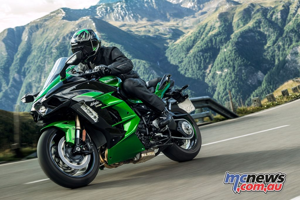 The Ninja H2 SX SE is available in Emerald Blazed Green / Metallic Diablo Black